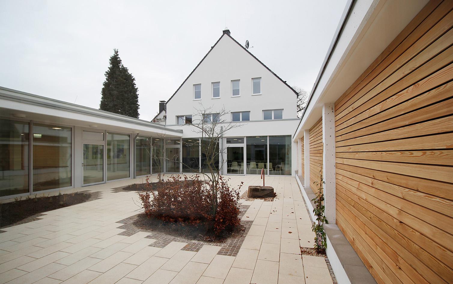 H-G-Hospiz Unna_Ansicht Gartenhof 1